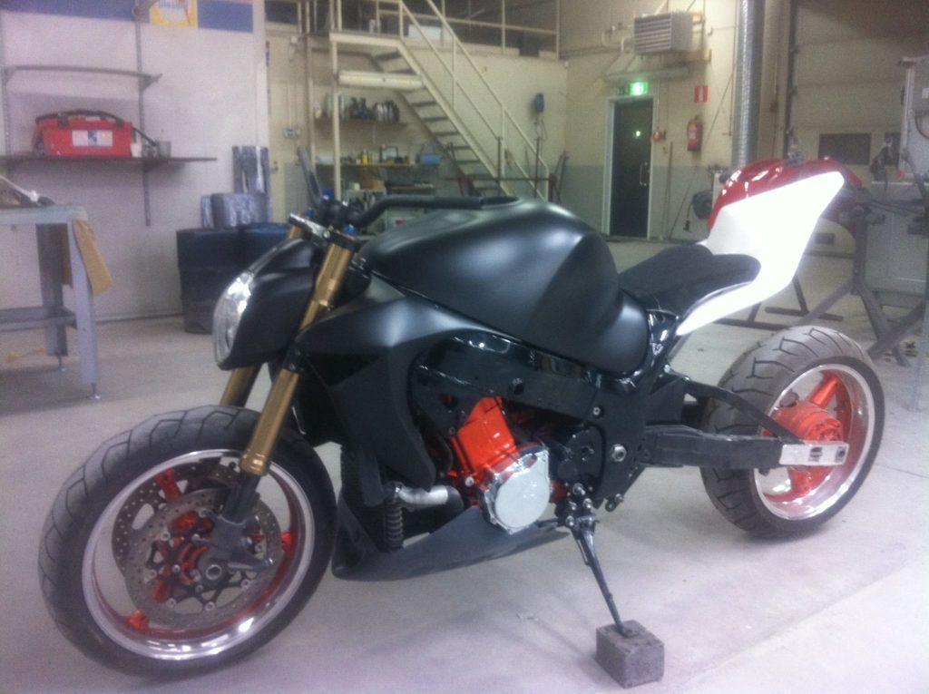 Projekti: Suzuki Hayabusa 1300 Streetfighter   Jukka & Hytti Oy
